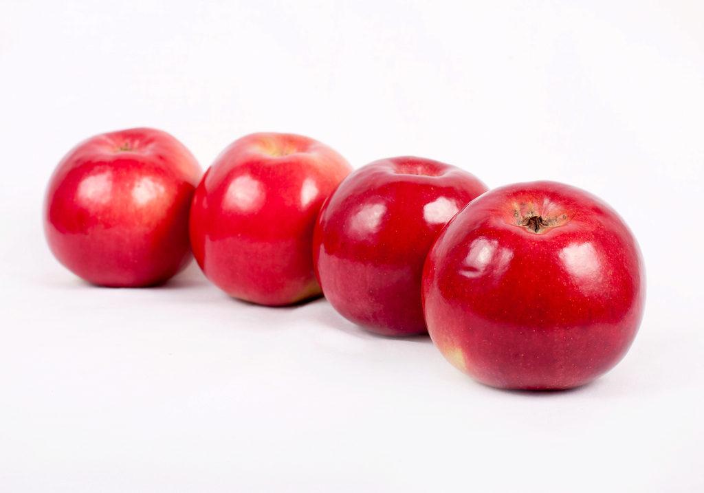В Москве снижается цена на яблоко Айдаред из Сербии